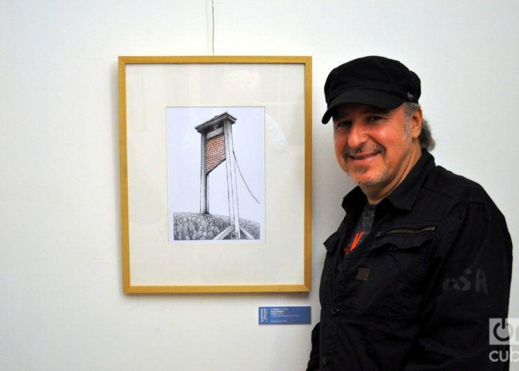 Ángel Boligán ante su obra premiada El muro de Trump, en la 19 edición del PortoCartoon World Festival. Foto: Francisco Puñal Suárez.