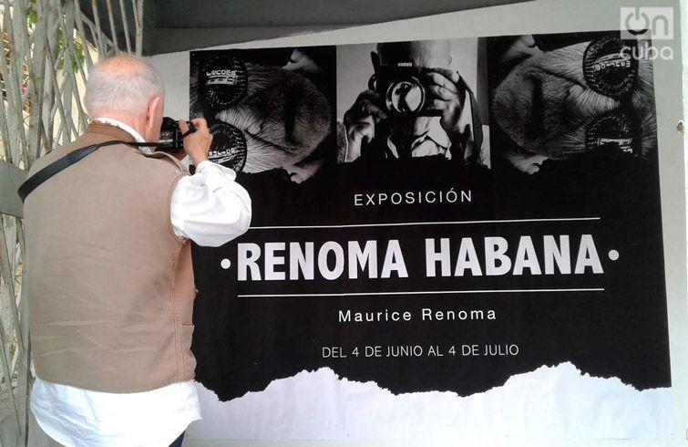 Renoma en su exposición de Galería Habana. Foto: Darcy Borrero.