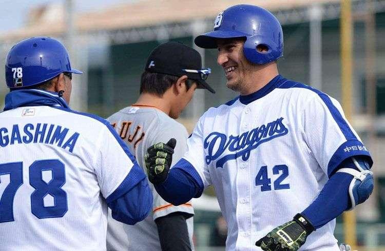 Alex Guerrero (derecha). Foto: Béisboljaponés.com.