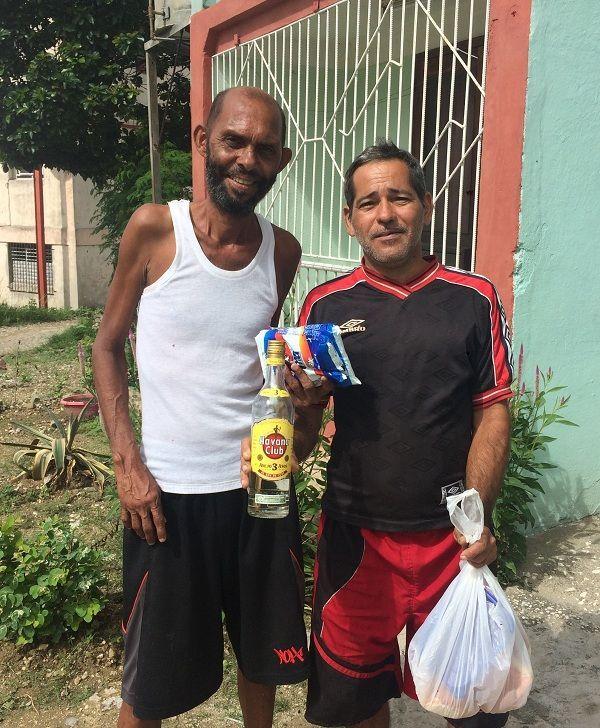 Pedrito y Juan Carlos, de la cátedra de Desnutrición. Foto: Ricardo Riverón.