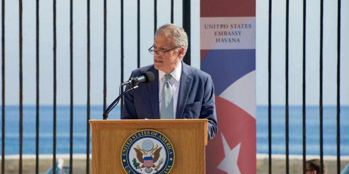 DeLaurentis, uno los diplomáticos que encabezó la apertura de la embajada de Estados Unidos en Cuba, fue sustituido. Foto tomada de Council on Hemispheric Affairs.