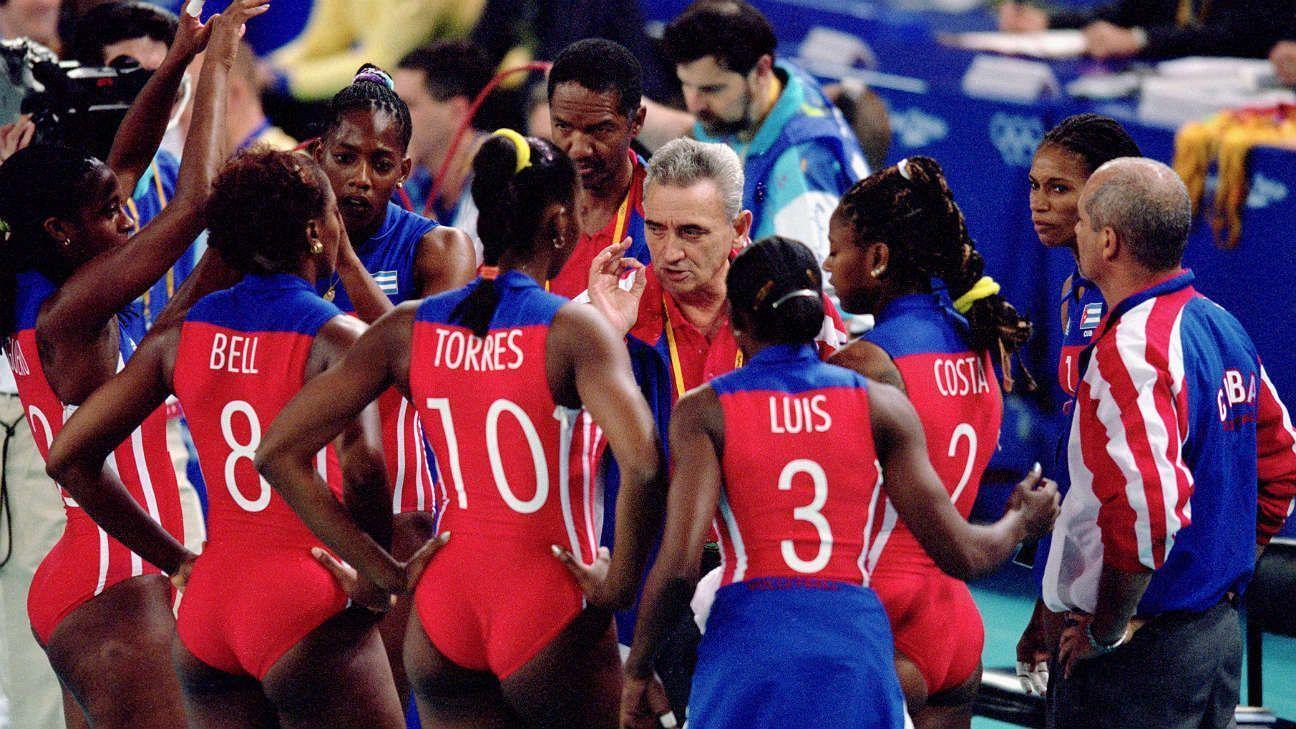 """Eugenio George y las """"Espectaculares Morenas del Caribe"""". Foto: Getty Images."""