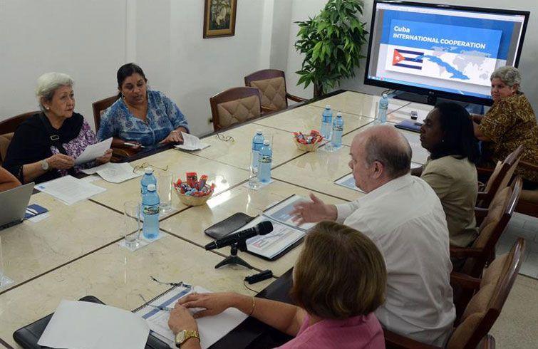 Durante su visita, Dandan (izquierda) se reunió con Rodrigo Malmierca, ministro cubano de Comercio Exterior y la Inversión Extranjera. Foto: EFE.