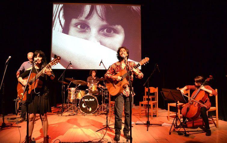 Lien y Rey en concierto por sus veinte años de carrera, en el Teatro Papalote, Matanzas. En el chelo, Luna Pantoja. Foto: Johann Trujillo.