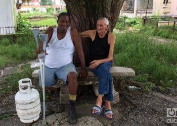 Jorge, el decano de la Peña (izquierda), junto a Neldo, de la Cátedra de Desnutrición. Foto: Ricardo Riverón.