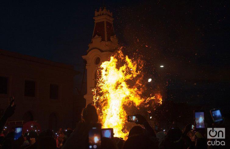 La quema del Diablo, en la Alameda de Santiago de Cuba, cierre de la Fiesta del Fuego. Foto: José Roberto Loo / Archivo.