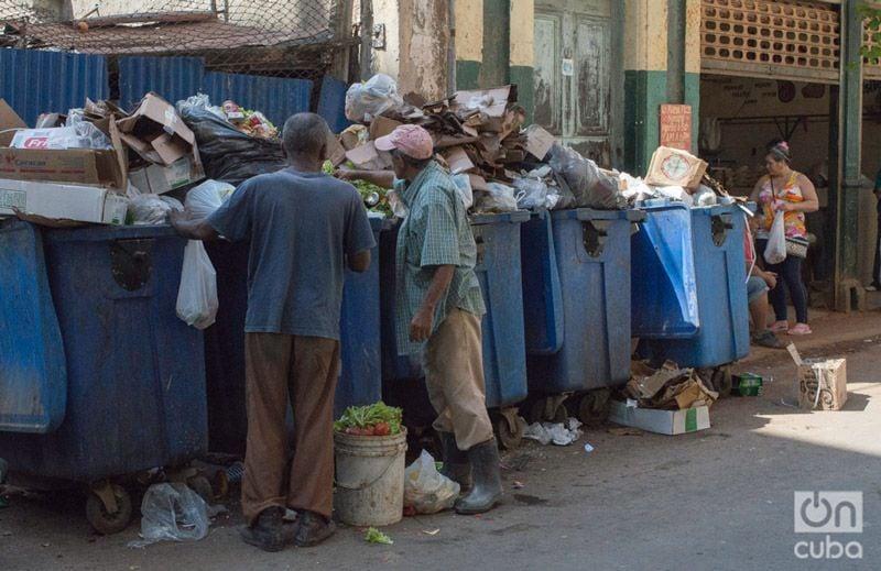 Resultado de imagen para cuba registran en los latones de basura