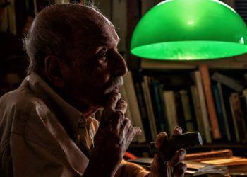 Roberto Gottardi en su casa. Foto: Carlos Ernesto Escalona Martí (Kako) / Progreso Semanal.