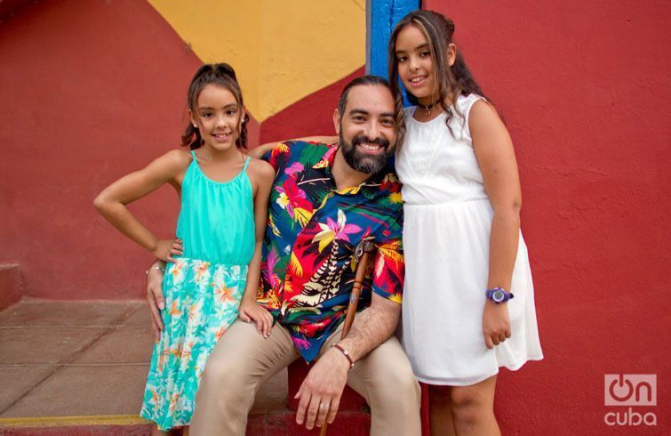 Alain Pérez con sus hijas. Foto: Tony Hernández y Ramsés Batista.