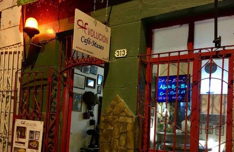 El Café Museo Revolución, de Santa Clara. Foto: Al Jazeera.