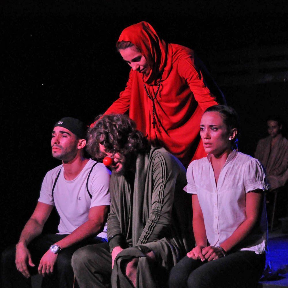 Los actores Arianna Delgado, Francisco López Ruiz, Andros Perugorría y Grisell de las Nieves, en Incendios. Foto: Yuris Nórido.