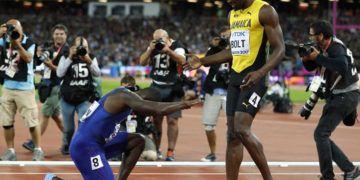 La ya histórica reverencia de Justin Gatlin a Usain Bolt. Foto: Phil Noble / Reuters
