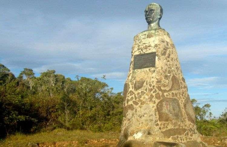 Busto de José Martí en la cima del Pico Turquino. Foto: Rafael Cruz.