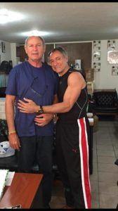Dimas junto a su hermano Alberto Juantorena. Foto de Verdad Cubana.