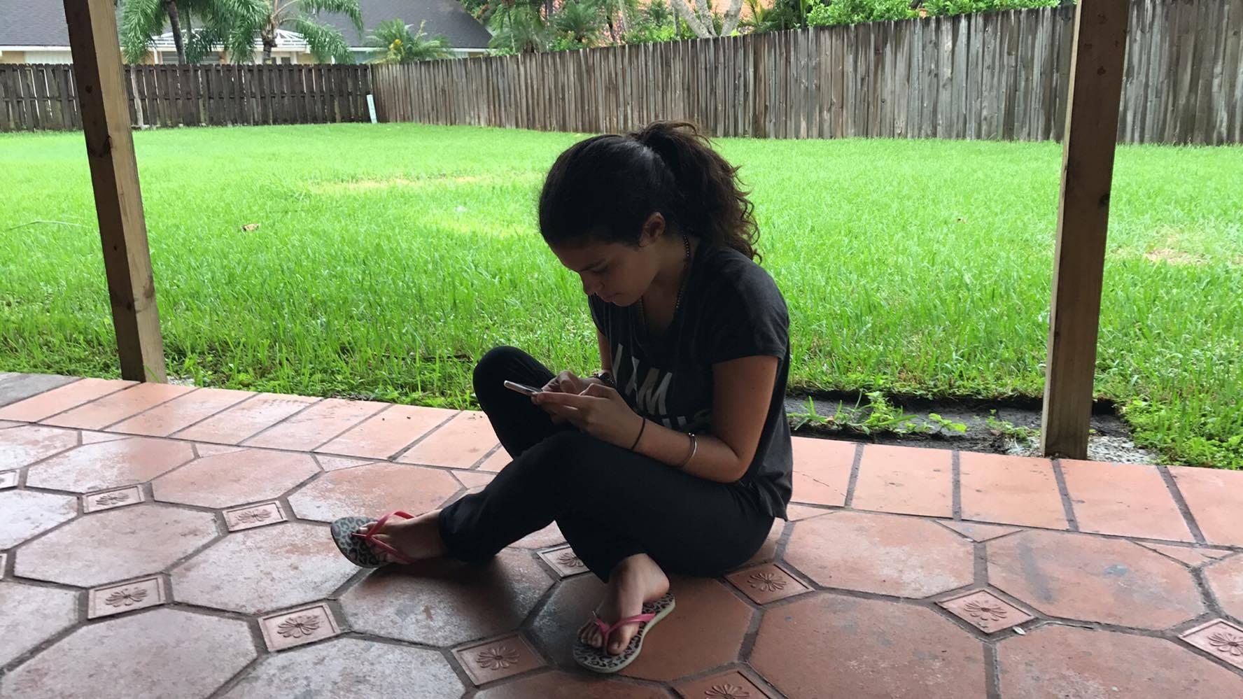 Ana Paula aprovecha los últimos momentos de calma para estar en el patio de la casa. Foto: Cortesía de la entrevistada.
