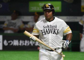 Alfredo Despaigne tiene 34 jonrones en esta temporada del béisbol japonés. Foto de CNC TV Granma.