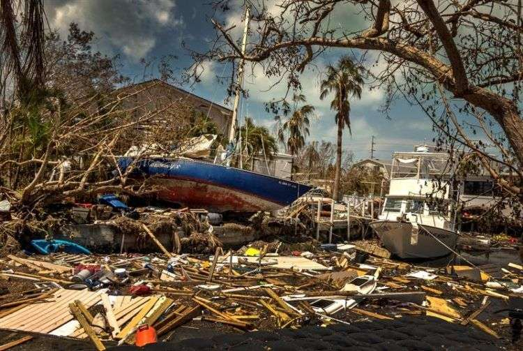 Destrozos de Irma en Marathon, los Cayos de Florida. Muchas áreas permanecen bajo un toque de queda del amanecer al anochecer. Imagen del miércoles 13. Foto: Cristóbal Herrera / EFE.