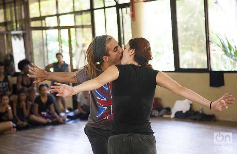 Ensayo final de Danza Contemporánea de Cuba antes de su partida a Moscú. Foto: Claudio Peláez Sordo.