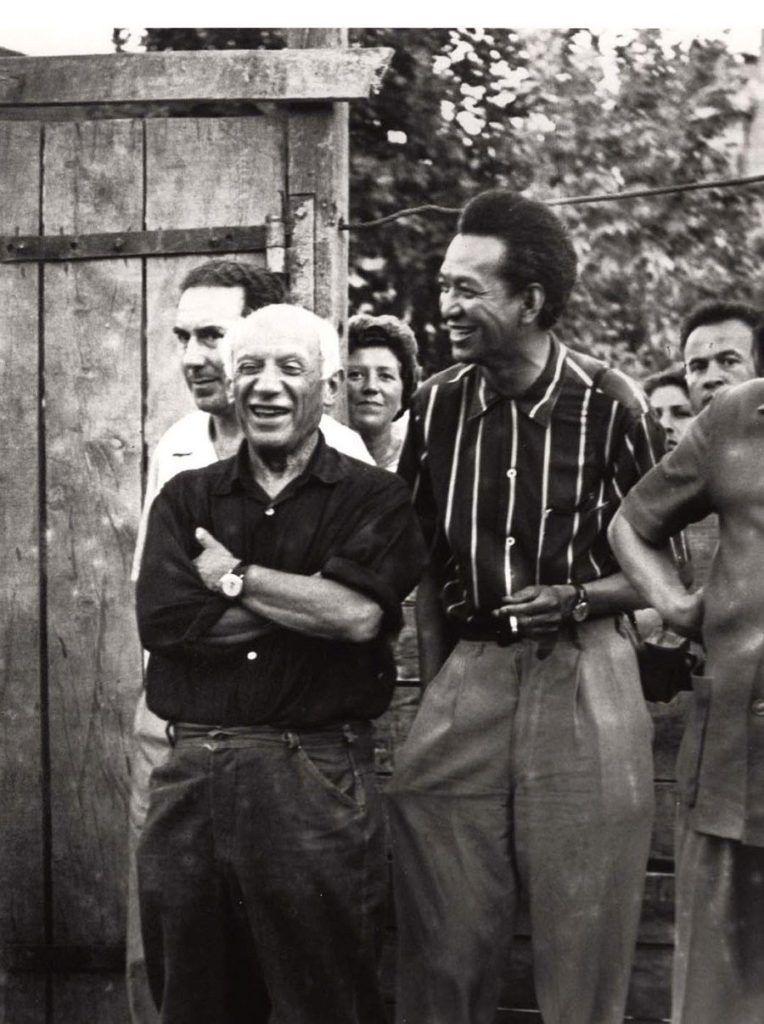 El pintor cubano Wifredo Lam llegó a ser gran amigo y admirador de Pablo Picasso. El retrato fue tomado en 1954.