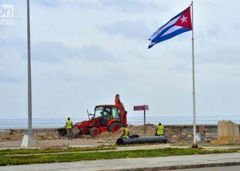 El malecón de La Habana se recupera luego del impacto del huracán Irma. Foto: Otmaro Rodríguez.