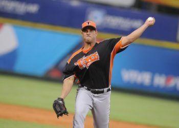 Raúl Valdés está a sólo cuatro victorias de convertirse en el lanzador no nacido en República Dominicana que más triunfos ha obtenido en esta liga invernal. Foto: diariolibre.com.