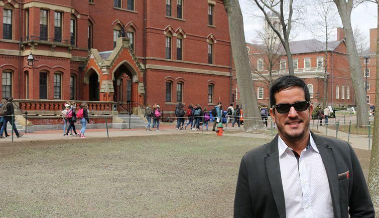 El realizador y periodista Danny González Lucena durante su estancia en Harvard.