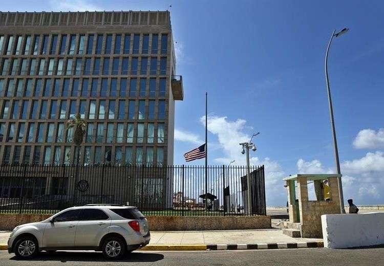 Embajada de EEUU en Cuba. Foto: Alejandro Ernesto / EFE.