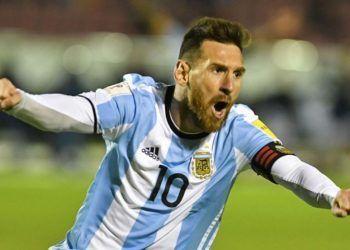 Messi contra Ecuador. Foto: AFP.