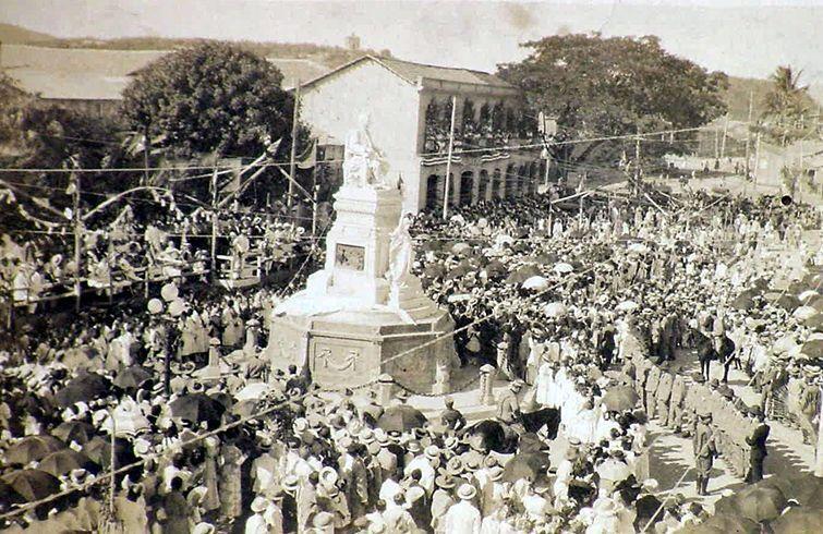 Inauguración del monumento a Estrada Palma en Santiago de Cuba, 1918. Foto: archivo de Ignacio Fernández Díaz.