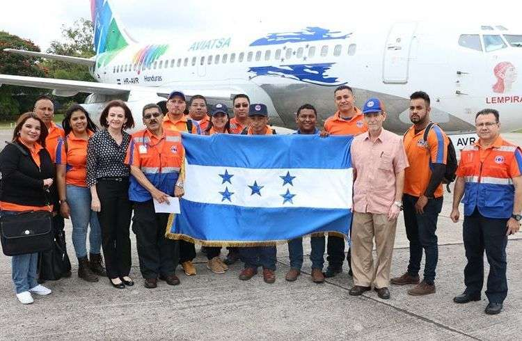 Delegación hondureña que viajó a Cuba con la ayuda humanitaria. Foto: La Tribuna.