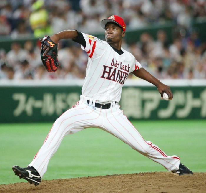 Liván Moinelo no ha permitido carreras en sus tres salidas en la final de Japón. Foto: The Japan Times