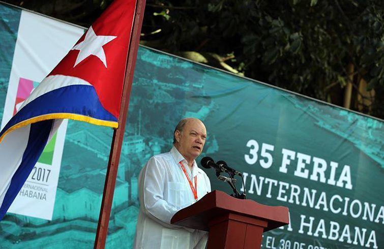 El ministro cubano de Comercio Exterior, Rodrigo Malmierca, pronuncia el discurso inaugural de FIHAV 2017. Foto: Alejandro Ernesto / EFE.