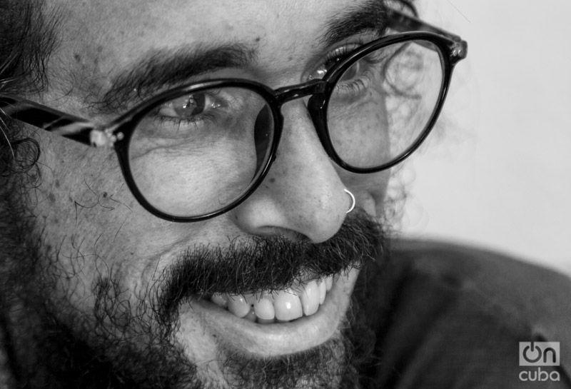 """""""...he asumido que no voy a salir en ningún libro ni de trova ni de rap"""". Foto: Claudio Pelaez Sordo."""