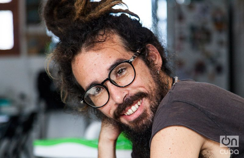 """Con su primer CD, """"Musas desechables"""", ganó el premio a mejor tema spoken word en el festival Puños Arriba y una beca para hacer un disco profesional con la EGREM. Foto: Claudio Pelaez Sordo."""