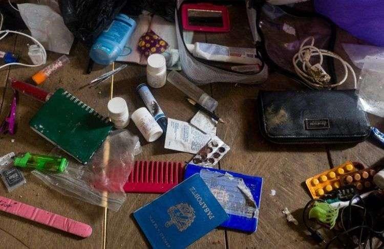 En la foto, objetos personales de migrantes cubanos en su estancia en el Tapón del Darien. Foto: Lissete Poole.