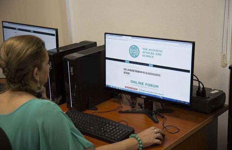 """Foro Online """"Intercambio científico sobre los supuestos ataques acústicos ocurridos en La Habana"""". Foto: Twitter."""