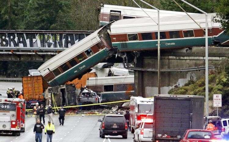 Vagones del tren Amtrak. Foto: Elaine Thompson / AP.