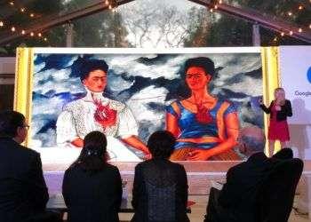 La retrospectiva de Google sobre Frida Kahlo incluye más de 800 piezas, 20 pinturas en súper alta resolución, cartas, fotografías y otros objetos relacionados a la famosa artista mexicana. Foto: Berenice Bautista / AP.