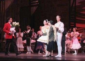 Alicia Alonso junto a Viengsay Valdés y Dani Hernández en el Kennedy Center. Foto: Prensa Latina.