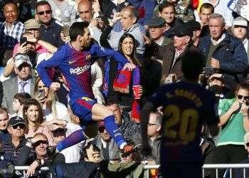 Lionel Messi festeja el gol contra el Madrid. Foto: Francisco Seco / AP.