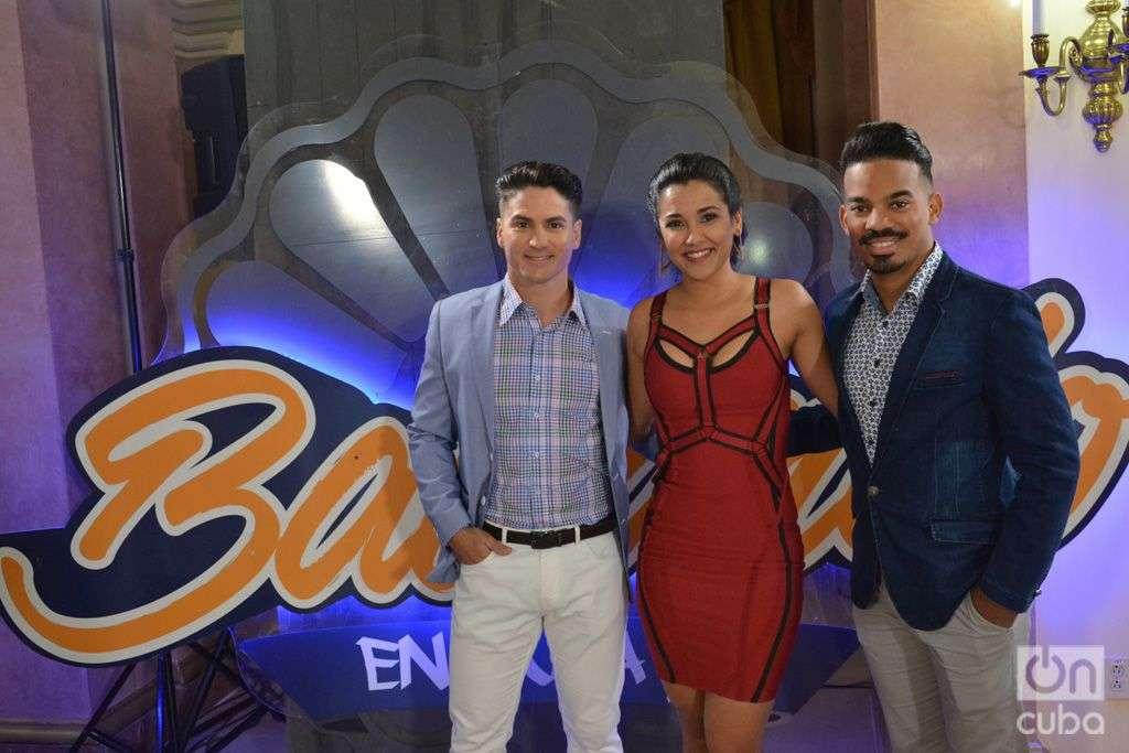Camila Arteche, Carlos Solar y Marlon Pijuán, presentadores de Sonando en Cuba 2. Foto: Regino Sosa.