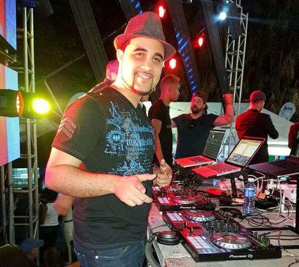 DJ Warapo en acción. Foto: Nathanaël Mergui.