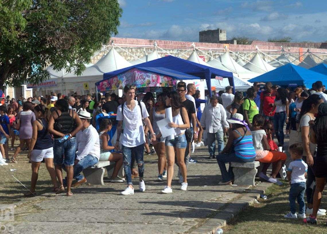 Feria Internacional del Libro de La Habana, en la fortaleza San Carlos de la Cabaña. Foto: Otmaro Rodríguez / Archivo.