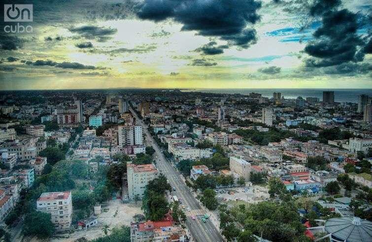 Vista actual de la Calle 23 del Vedado habanero. Foto: Otmaro Rodríguez.