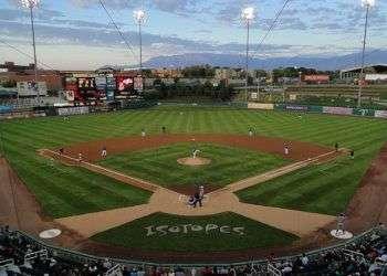 Isotopes Park, estadio de Triple A de los Rockies de Colorado. Foto: baseballpilgrimages.com.