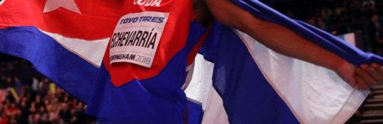 Juan Miguel Echevarría tras su triunfo en el Campeonato Mundial de Atletismo Bajo Techo de Birmingham, Reino Unido, en 2018. Foto: rds.ca / Archivo.