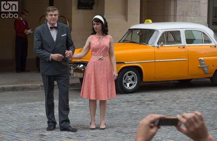 Los actores Réal Bossé y Julie Ménard en LOL la serie televisiva canadiense que esta vez escogió como locación La Habana. Foto: Otmaro Rodríguez.