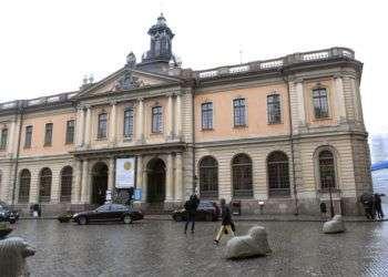 En antiguo edificio de la Bolsa, sede de la Academia Sueca, en Estocolmo. Foto: Fredrik Sandberg / TT via AP.