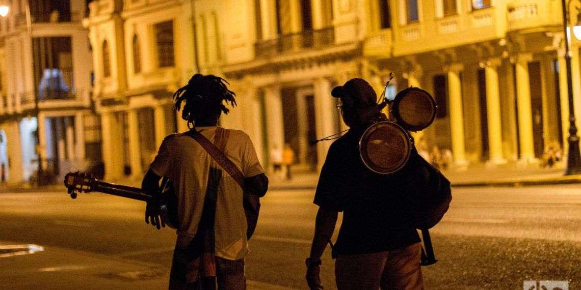 Músicos ambulantes en La Habana. Fotos: Dahian Cifuentes.