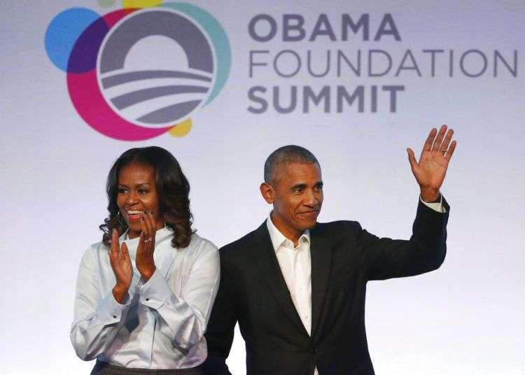 Barack Obama y su esposa Michelle Obama, a su llegada a la primera edición de la Cumbre de la Fundación Obama en Chicago, en 2017. Foto: Charles Rex Arbogast / AP.